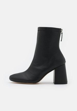 BLOCK HEEL SOCK BOOTS - Støvletter - black