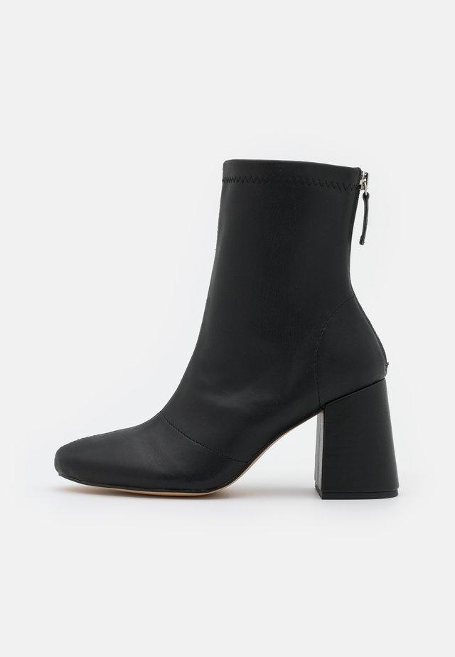 BLOCK HEEL SOCK BOOTS - Korte laarzen - black