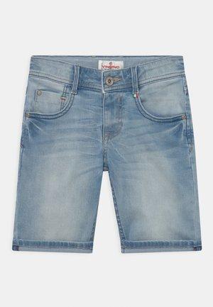 CHARLIE - Shorts di jeans - light blue denim