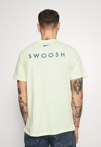 Nike Sportswear - Print T-shirt - luminous green/white/blue force - 2