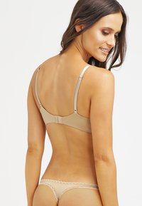 Calvin Klein Underwear - SEDUCTIVE COMFORT CUSTOMIZED LIFT - Sujetador push-up - dune - 2