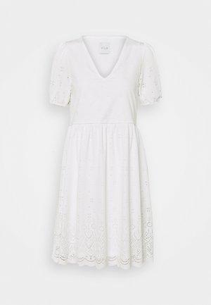 VITAMARA SHORT BRODERI DRESS - Denní šaty - snow white