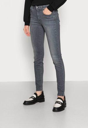 DIVINE  - Jeans Skinny Fit - denim grey saving wash