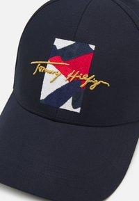 Tommy Hilfiger - FLAG SIGNATURE UNISEX - Czapka z daszkiem - desert sky - 4