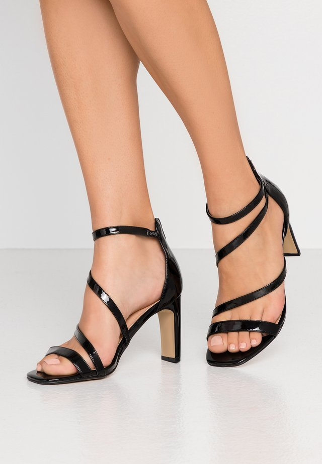 WIDE FIT STEPH SLIM HEEL STRAPPY - Sandály - black