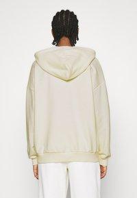 NA-KD - NA-KD X ZALANDO EXCLUSIVE ZIP HOODIE - Zip-up hoodie - off-white - 2