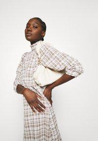 JUST FEMALE - HAMILTON DRESS - Sukienka letnia - beige - 3