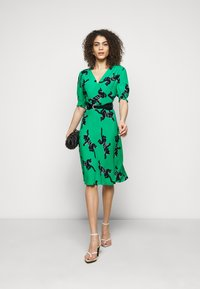 Diane von Furstenberg - JEMMA DRESS - Vapaa-ajan mekko - medium green - 1