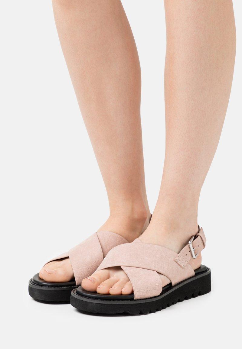 Even&Odd - Sandály na platformě - light pink