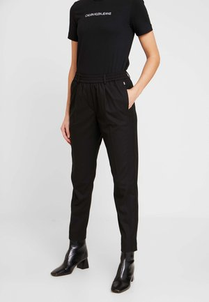 TAILORED JOGGER PANT - Trousers - black