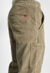 Levi's® - TAPER PULL ON II - Chinos - brindle - 4