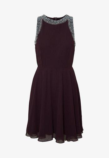 DUNYA SKATER PETITE - Cocktail dress / Party dress - burgundy