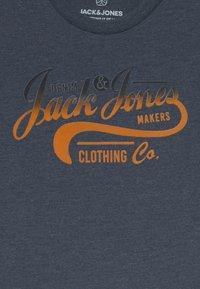 Jack & Jones Junior - JJNICK TEE CREW NECK JR - T-Shirt print - navy blazer - 2