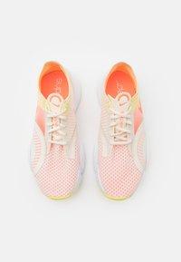 Nike Performance - SUPERREP GO - Zapatillas de entrenamiento - pale ivory/bright mango/light zitron - 3