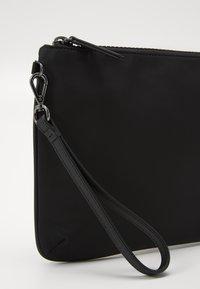 Emporio Armani - Håndtasker - black - 3
