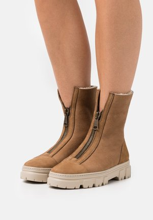 Classic ankle boots - caramel/camel