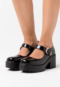 Koi Footwear - VEGAN - Platåsko - black - 0