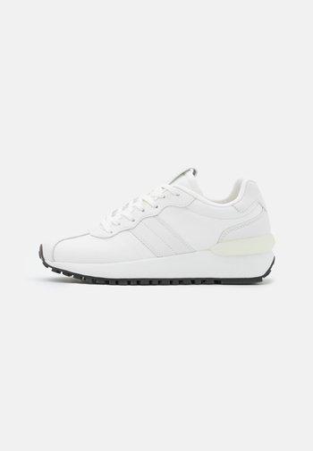 PIA  - Sneakersy niskie - white