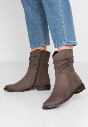 Classic ankle boots - pepper