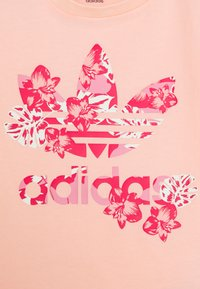 adidas Originals - TREFOIL TEE - Print T-shirt - light pink