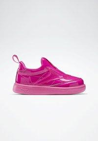 Reebok Classic - CLUB C SLIP ON III FOUNDATION TENNIS - Sneakers laag - pink - 7