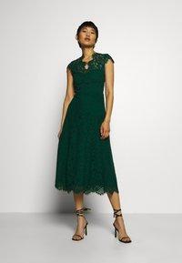 IVY & OAK - DRESS MIDI - Cocktail dress / Party dress - eden green - 1
