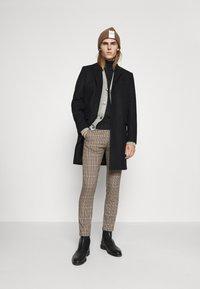 DRYKORN - BREW - Trousers - braun - 1