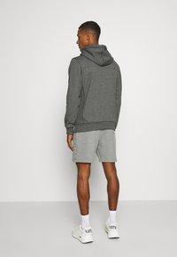 Calvin Klein Jeans - MONOGRAM BADGE GRINDLE HOODIE - Luvtröja - black - 2