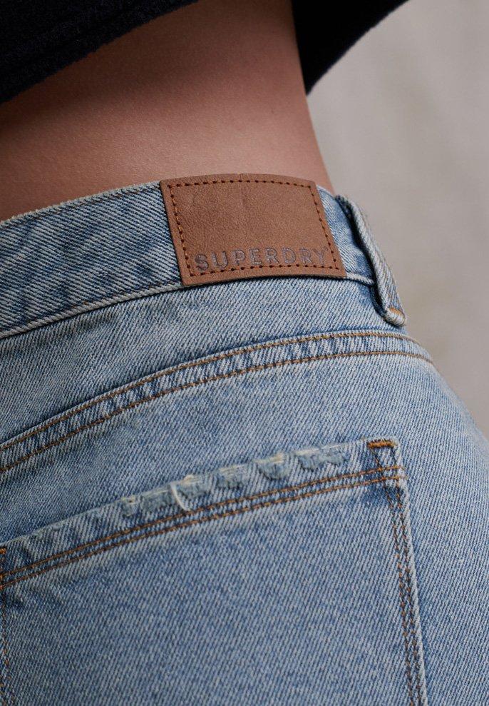 Superdry SUPERDRY STEPH BOYFRIEND SHORT - Short en jean - light indigo vintage