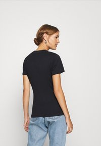 Calvin Klein Jeans - GLITTER MONOGRAM TEE - Camiseta estampada - black - 2