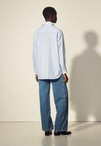 sandro - ALINE - Button-down blouse - ciel/blanc - 2