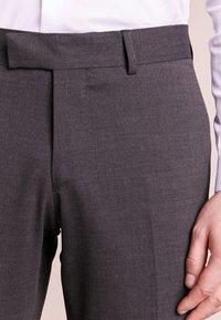 Tiger of Sweden - GORDON - Pantalon de costume - grey - 3