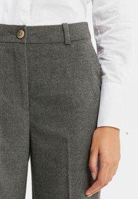 WE Fashion - DAMES GEMÊLEERDE - Suit trousers - blended dark grey - 4