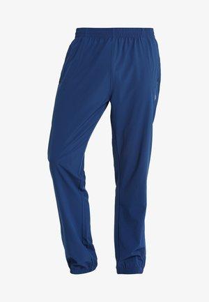 FLINN TECH PANT - Teplákové kalhoty - dark blue