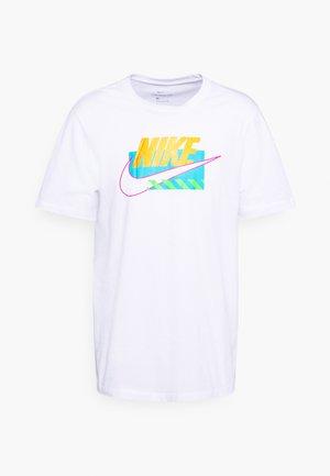BRANDMARKS - T-shirt med print - white/laser orange