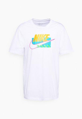 BRANDMARKS - T-shirt con stampa - white/laser orange