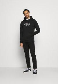 274 - APPLIQUE HOODIE - Sweater - black - 1