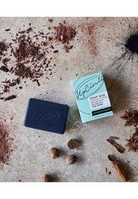 UpCircle - CHAI SOAP BAR - Soap bar - chocolate charcoal - 1