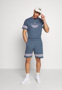 adidas Originals - OUTLINE  - Shorts - dark blue - 1