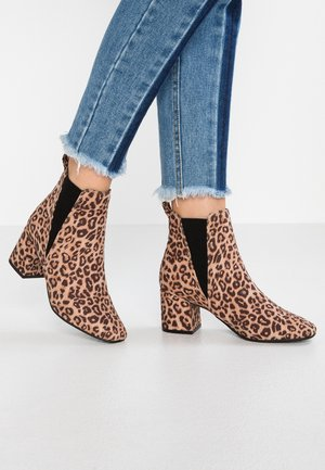 WIDE FIT AMIGO - Classic ankle boots - stone