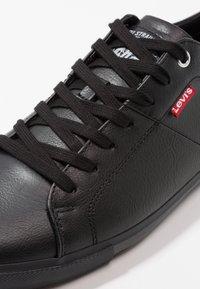 Levi's® - WOODS - Sneakers basse - brilliant black - 5