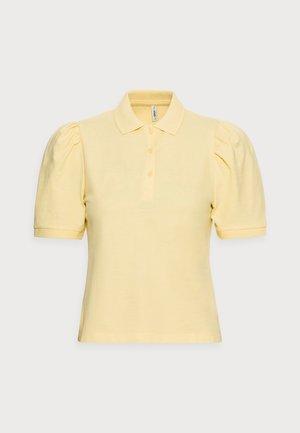 ONLJANET LIFE SHORT POLO TOP - T-shirt imprimé - sunshine