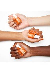 Essie - NAIL POLISH COLLECTION TANGERINE TEASE - Nail polish - 776 tangerine tease - 2