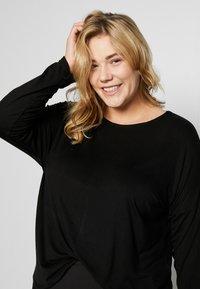 Dorothy Perkins Curve - BATWING SLEEVE DETAIL TEE - Langærmede T-shirts - black - 3