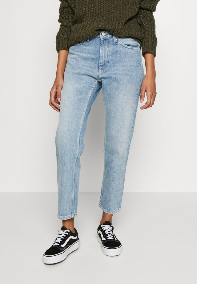 PAGE CARROT ANKLE PANT MABLETON - Tapered-Farkut - blue