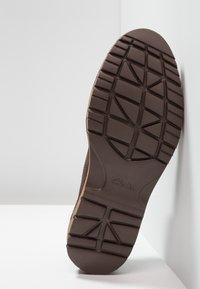 Clarks - VARGO PLAIN - Zapatos de vestir - dark brown - 4
