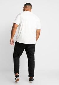 Jack´s Sportswear - CHEEKY POCKET TEE - Print T-shirt - off white - 2
