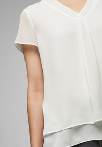 s.Oliver BLACK LABEL - Blouse - soft white - 3