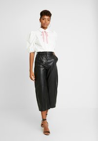 Sister Jane - OLYMPIC HEART PUFF SLEEVE BLOUSE - Button-down blouse - white - 1