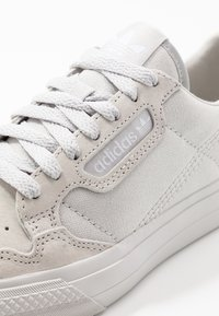 adidas Originals - CONTINENTAL VULCANIZED SKATEBOARD SHOES - Sneaker low - grey one/footwear white - 5